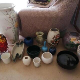 花瓶、花器、壺などいろいろあります