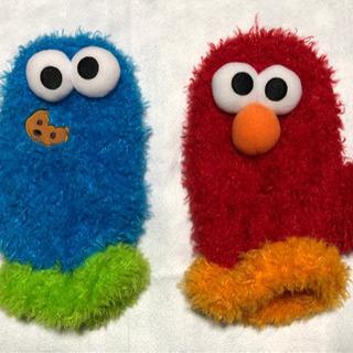 エルモとクッキーモンスターの手袋