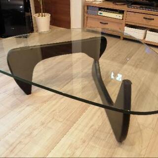 イサムノグチのガラステーブルの画像