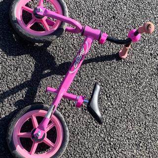 女の子用 足こぎ自転車 ストライダー AVIGO