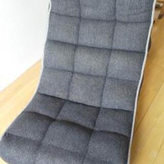 ニトリのクレードルタイプの座椅子です。