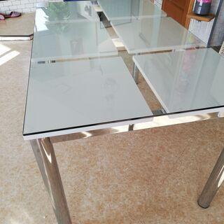 未使用ガラス製ダイニングテーブル