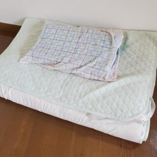 布団、枕、敷き布団
