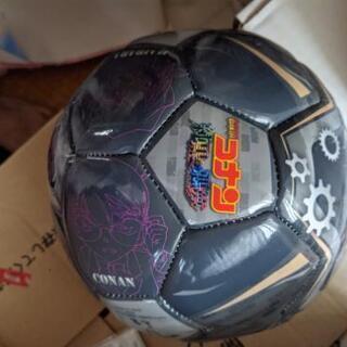 コナン サッカーボール新品ですが空気あまり入っていません。