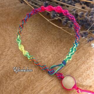 紐を結んで作るブレスレット