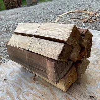 乾燥針葉樹薪 たくさんあります キャンプなどにどうぞ。250円/束
