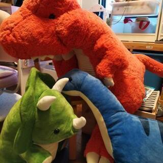 ダイナソー、恐竜の人形3つ
