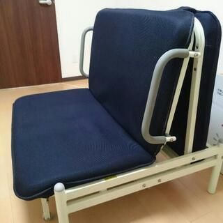 ソファーとしても使えるシングルベッド(無料)