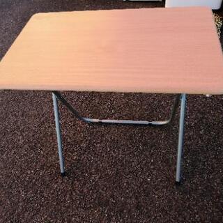 折り畳みテーブル パソコンデスクの画像