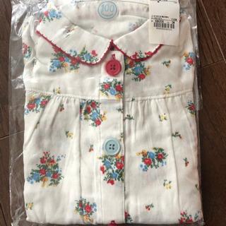 新品未使用サイズ100、CombiMiniの花柄パジャマ