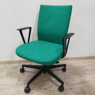 緑が綺麗なオフィスチェア