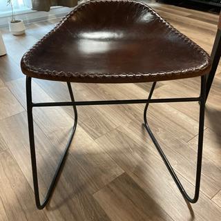 レザー&アイアンっぽい椅子