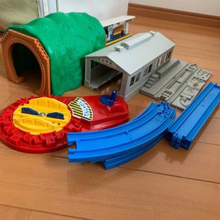 【プラレール たっぷりセット】トーマスなど列車8車両付き
