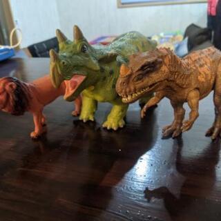 恐竜 人形
