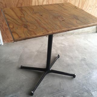 アイアン脚ウッドテーブル