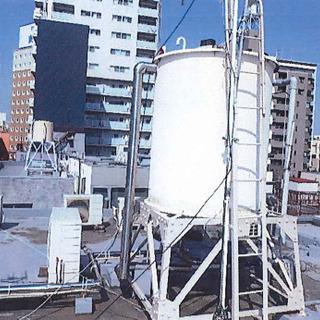 東京都北区赤羽のビル屋上にある水道タンクの塗装、ビル内階段…