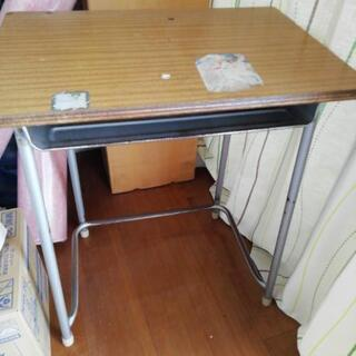 学校の机、難あり