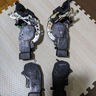 【再値下げ超希少!!!スカイライン34セダン純正ドアロック4枚分】