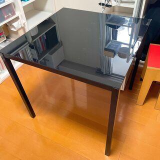 黒ガラス天板のテーブル