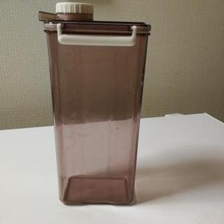 【あげます】ピッチャー ボトル 広口で底まで洗いやすい たぶん2...