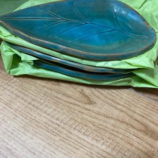 陶器のお皿5点&便利グッズビニール袋収納付けます。(5/1…