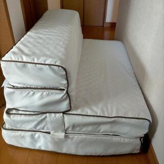 【お取完了】ニトリ ソファーになるマットレス アイボリー カウチ...