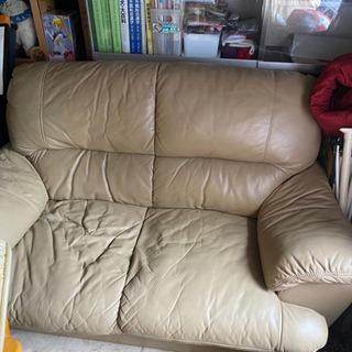 クリーム色のソファ