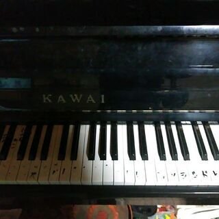 古く大きいピアノ