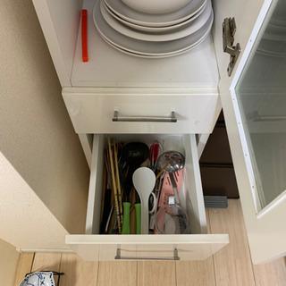 食器棚 − 東京都