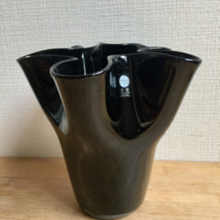 津軽びいどろ 花びら花瓶(ブラック黒)