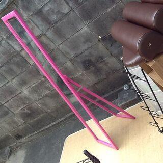 お部屋を明るく 可愛いピンク色のスタンドミラー どうぞ