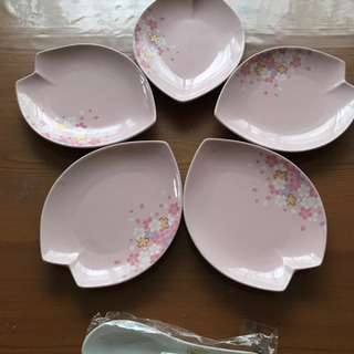 【ネット決済】ピンクの小皿5枚 譲ります