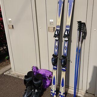 スキー板、ストック、靴