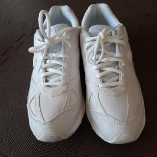 白靴   26.5   EEE