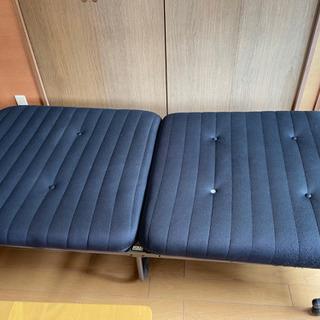 折り畳み式シングルベッド無料で差し上げます。