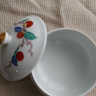 陶器の蓋付の器