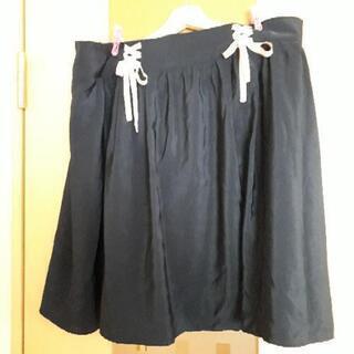 大きいサイズの紺色リボンスカート