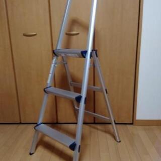 3段アルミ脚立 ステップ 上枠付踏台