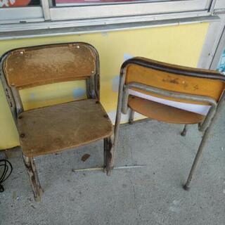 現状 学校 椅子