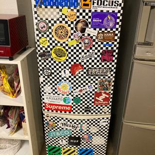 冷蔵庫!ステッカーはつけたままお渡しになります。
