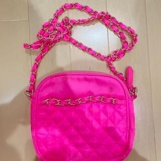 ピンクのミニバッグ