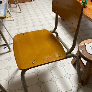 学校の椅子リメイク手助け
