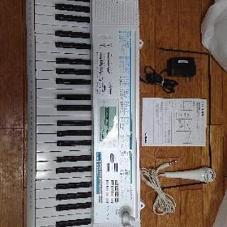 電子ピアノ、 基盤が光って教えるタイプです。