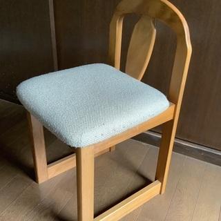 【鏡台用 椅子🪑差し上げます】コンパクトで軽めなので移動しやすいです。