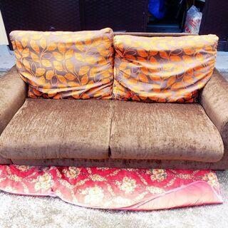 価格変更しました。余裕ある2人掛けカラフル布製ソファー 中古