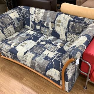 独特な柄が目を引きます!2人掛けソファー売ります。
