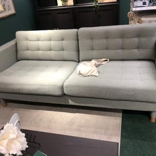 IKEAの三人掛けソファー