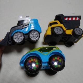 車のおもちゃ 3台