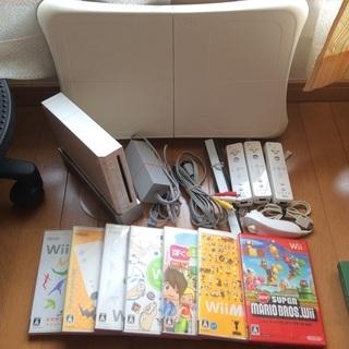 【付属品多数】Wii本体 Wiifit リモコン3個 ソフト7個つき
