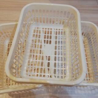 プラスチック製カゴ